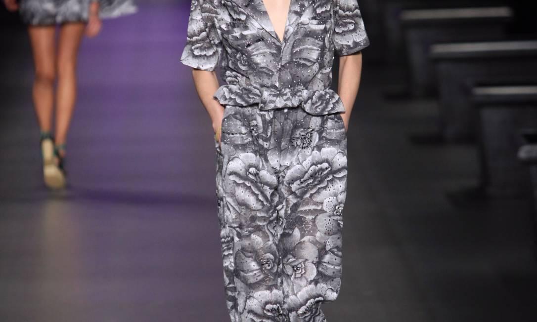 A Alessa comemora os dez anos de sua marca na coleção de verão 2013 Simone Marinho / O Globo