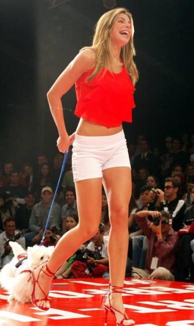 Em 2004, Daniela Cicarelli relembrou seus dias de modelo com o cachorrinho a tiracolo. O desfile? TNG Fabio Rossi / Agência O Globo
