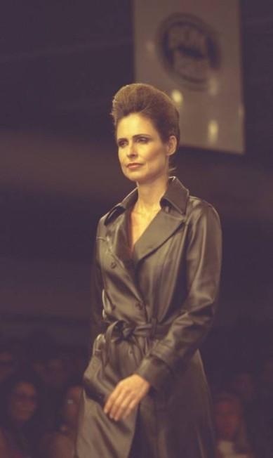 Mais conhecida pelo seu trabalho como atriz, Silvia Pfeifer também estreou no showbiz como modelo e voltou ao posto em um desfile de Frankie Amaury, em 2003 Ana Branco / Agência O Globo