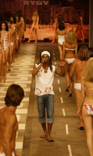 Em 2002, a Rygy convocou Toni Garrido, do Cidade Negra, para se apresentar em seu desfile Leonardo Aversa / Agência O Globo