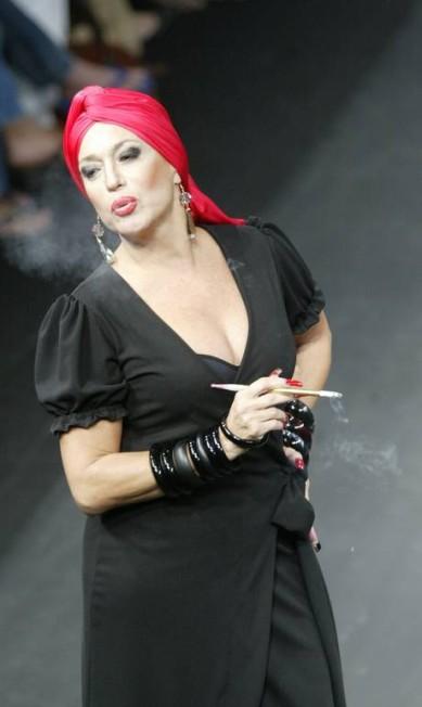 A atriz Susana Vieira teve seus 15 minutos de modelo no desfile da Casa de Noca, em 2002 Leonardo Aversa / Agência O Globo