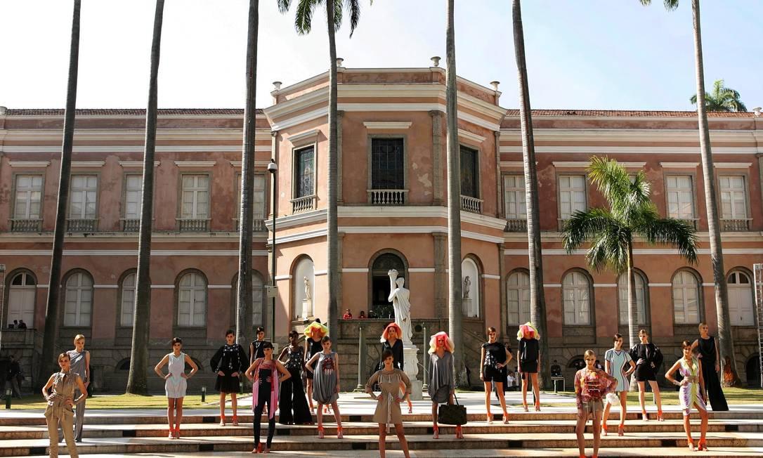 No mesmo ano, Walter escolheu as escadarias do Arquivo Nacional para mostrar seu trabalho Monica Imbuzeiro / Agência O Globo