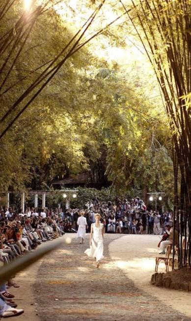 Pontos turísticos cariocas já sediaram desfiles, como o da Maria Bonita no Jardim Botânico, durante a temporada primavera/verão de 2004 Leonardo Aversa / Agência O Globo