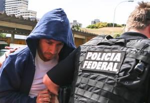 O lobista Fernando Soares ao se entregar à PF, em novembro de 2014 Foto: Geraldo Bubniak /AGB/19-11-2014