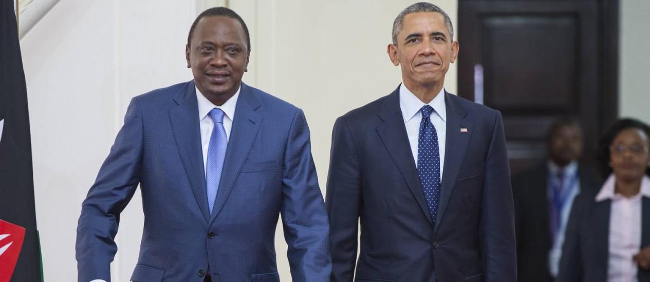 Barack Obama (direita) e Uhuru Kenyatta. Presidentes dos Estados Unidos pediu ao Quênia que combata a corrupção e a falta de liberdades Foto: Evan Vucci / AP