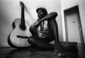 O cantor e compositor Milton Nascimento em 1974. Luiz Pinto / Agência O Globo Foto: Arquivo O Globo / Agência O Globo