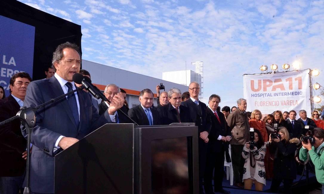 UPAS NA ARGENTINA - O govermnador de Buenos Aires, Daniel Scioli, participa da inauguração da UPA 11, em Florencio Varela Foto: Divulgação