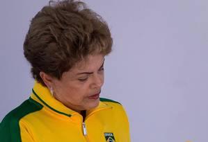 A presidente Dilma Roussef durante a cerimônia de comemoração do Dia Olímpico, no Parque Aquático Maria Lenk, no Rio de Janeiro Foto: Daniel Marenco/23-06-2015 / Agência O Globo