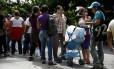 Filas se tornaram principal espaço de convivência em Caracas, diz psicóloga