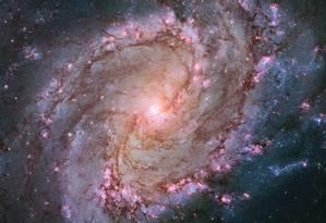 Hubble mostrou milhares de aglomerados de estrelas, centenas de milhares de estrelas individuais e