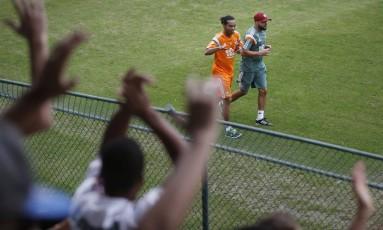 Ronaldinho Gaucho em seu primeiro dia de treino no Fluminense Foto: Alexandre Cassiano / Agência O Globo