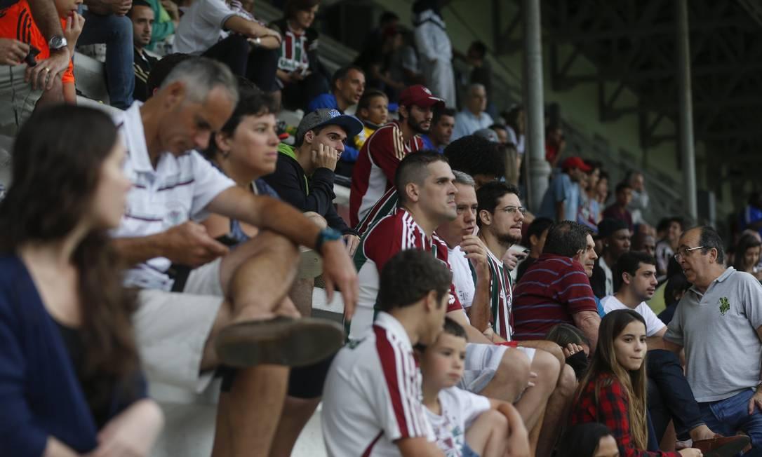 Torcida tricolor presente em bom número às Laranjeiras Alexandre Cassiano / Agência O Globo