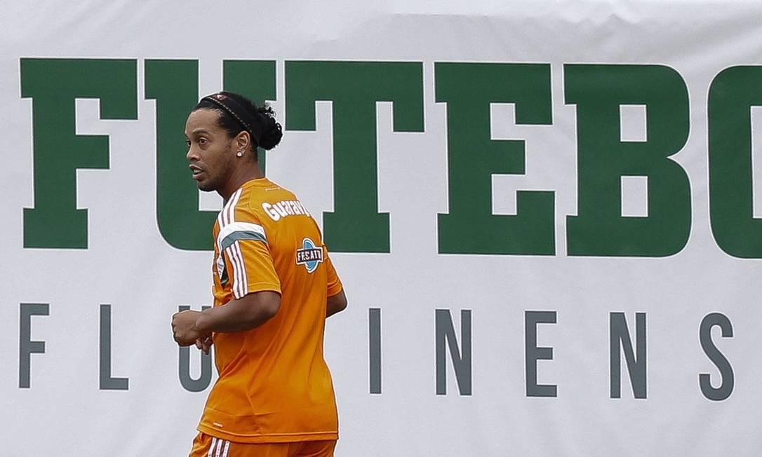 Se estiver em forma, Ronaldinho estreia sábado, contra o Grêmio Alexandre Cassiano / Agência O Globo