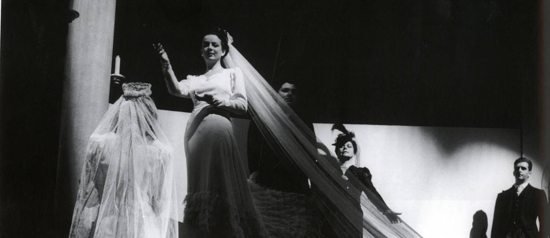 Cena de 'Vestido de noiva', de Nelson Rodrigues, marco do teatro moderno Foto: Divulgação