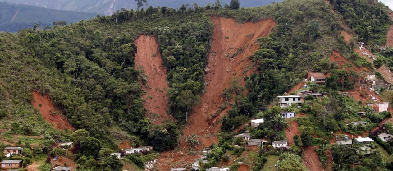 Em 2011, chuvas fortes causaram destruição e mortes na Região Serrana Foto: Domingos Peixoto/Arquivo/12-01-2011