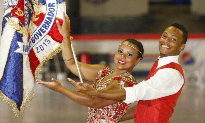 O casal Marcinho e Christiane Caldas, mestre-sala e porta bandeira da União da Ilha Foto: Márcio Alves / Agência O Globo (21/11/2013)