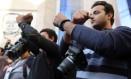 Fotojornalistas participam de manifestação contra a detenção do colega Abou Zeid em frente ao Sindicato da Imprensa, no Cairo: mais pressão sobre a imprensa Foto: REUTERS/8-2-2015