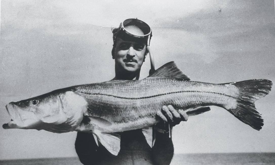 Esportista. Uma das paixões de Roberto Marinho era a caça submarina, atividade que praticou até quase 80 anos Foto: Arquivo