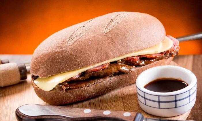 No Megamatte, pão australiano, carne, linguiça calabresa e queijo prato. Foto: Divulgação