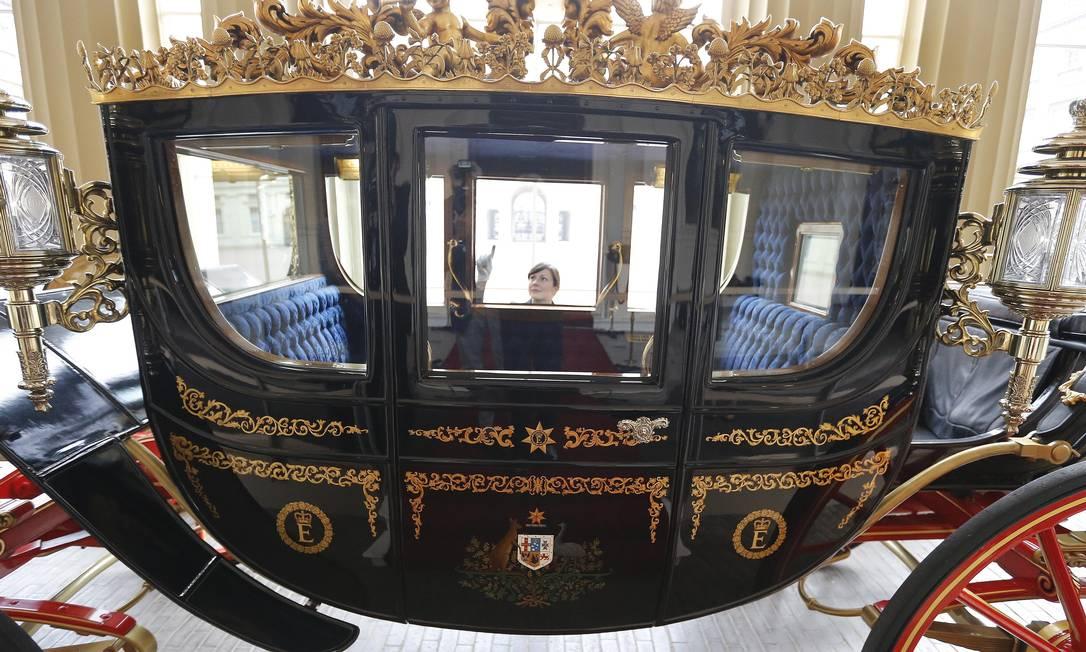 """A ideia é que com essa novidade, o palácio consiga mais recursos para manutenção, que tem ficado cada vez mais cara aos cofres públicos, segundo a """"BBC"""". São necessários anualmente 212 milhões de euros e só 60 milhões vem de verbas do Estado Frank Augstein / AP"""