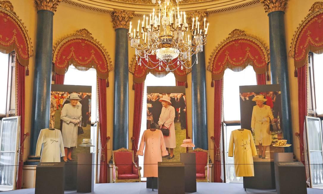 Os vips poderão também ter acesso a uma sala com as principais roupas usadas por Elizabeth nessas recepções importantes Frank Augstein / AP