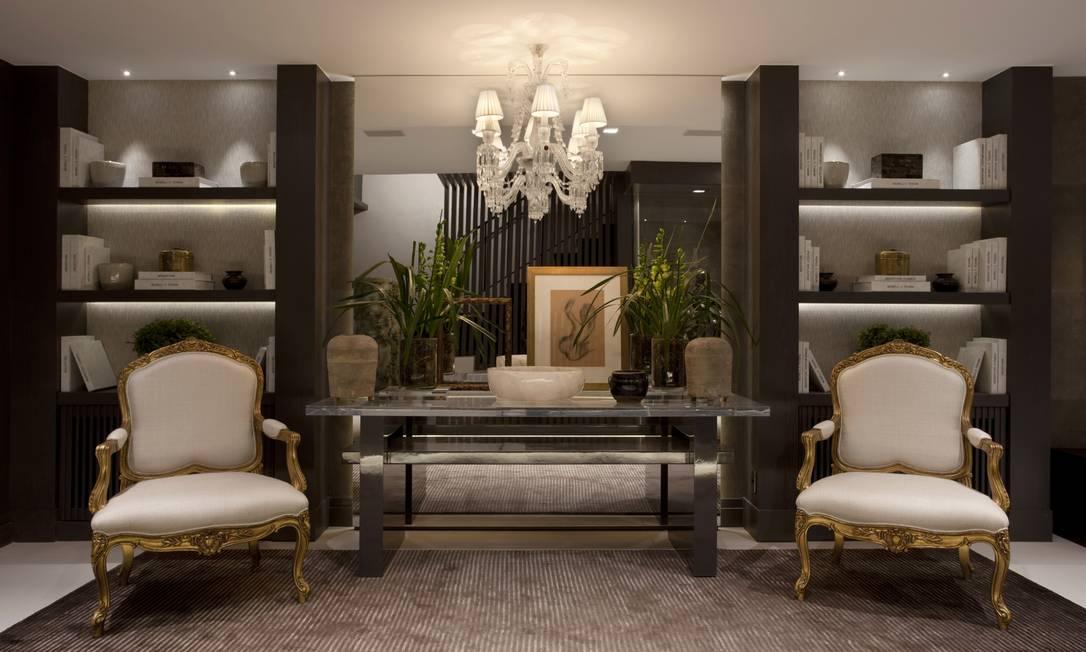 O Living Sublime, espaço clássico e contemporâneo assinado pela dupla de arquitetas Andrea Teixeira e Fernanda Negrelli, na Casa Cor São Paulo, Divulgação