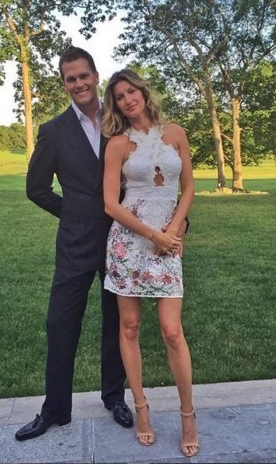 """326 mil curtidas: as fotos de Gisele com o marido são garantia de """"coraçõezinhos"""" na página da modelo. """"Meu encontro esta noite"""" Instagram"""