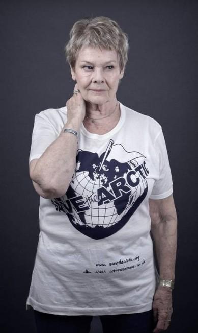 A atriz Judi Dench Andy Gotts