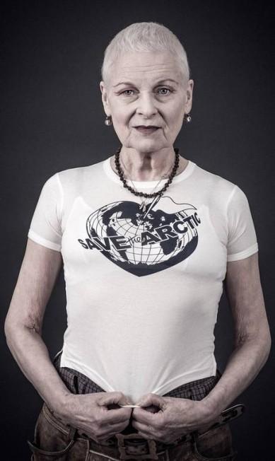 Uma das estilistas mais respeitadas do Reino Unido, Vivienne Westwood, de 74 anos, conseguiu convocar quase 60 celebridades, entre atores, músicos, modelos e estilistas, para participar de sua nova campanha pela preservação do Ártico. Confira alguns dos cliques da campanha, fotografada por Andy Gotts ao longo de 18 meses Andy Gotts