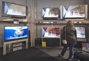 Tela fina. Na última pesquisa PNAD TIC, as televisões mais modernas ainda eram minoria no Brasil Foto: Gary Gardiner / Bloomberg News/Arquivo
