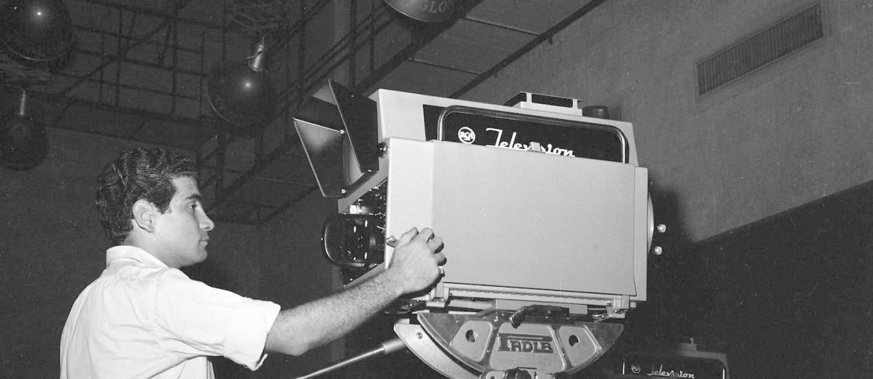 Concorrência. Surgimento da TV não pôs fim a jornais e revistas: fontes de informação são complementares Foto: Arquivo O Globo / Arquivo/12-01-1965