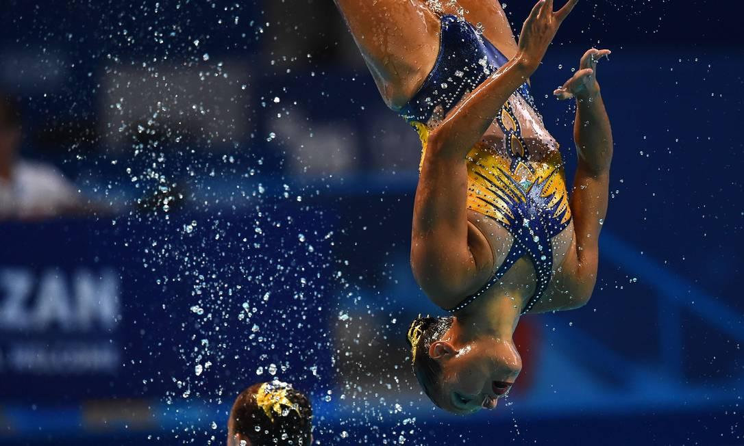 Atleta francesa participa de prova de nado sincronizado CHRISTOPHE SIMON / AFP