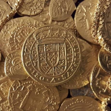 Peças ornamentadas em ouro foram reveladas por empresa especializada em tesouros Foto: FLEET-QUEENS JEWELS LLC / REUTERS