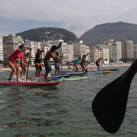 Limitado. Stand up paddle, que chegou a ter 22 tendas, agora tem oito em Copacabana Foto: Custodio Coimbra / Agência O Globo