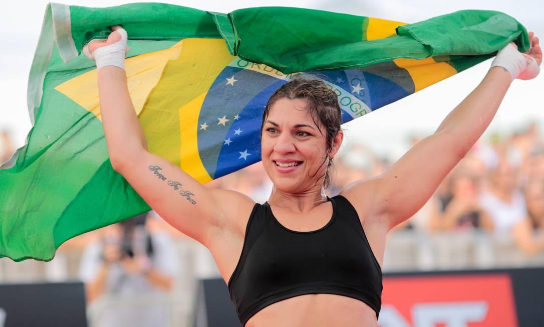 A brasileira Bethe Correia bem que tentou ganhar a simpatia do público, mas teve recepção mais fria do que Ronda Rousey. A paraibana tenta ser a primeira a derrotar Ronda no UFC Pedro Kirilos / Agência O Globo