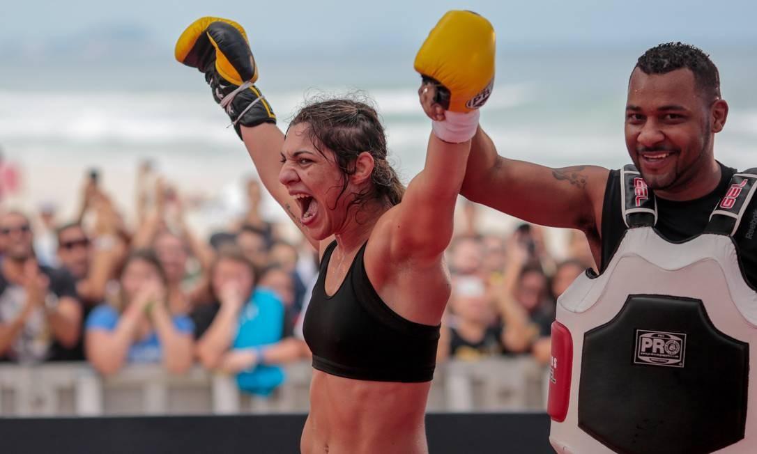Bethe Correia mostrou confiança em destronar Ronda Rousey no UFC 190, sábado, no Rio de Janeiro. A brasileira nunca foi derrotada na carreira e soma três vitórias pelo UFC Pedro Kirilos / Agência O Globo