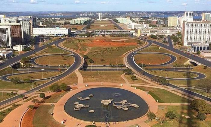 Brasília vista da Torre de TV. Ao longe, o Congresso Nacional e a Esplanada dos Ministérios. Foto: @marianaespindola / Instagram