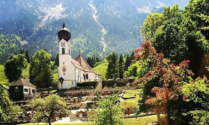 Cidade de Garmisch-Partenkirchen, Alemanha Foto: @reolive / Instagram
