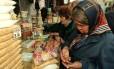 Idosas em mercado de Moscou: para especialistas, envelhecimento da população é conquista