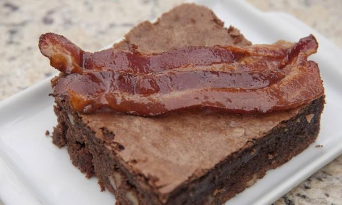 O brownie de bacon do chef Dudu Mesquita, do Del Toro Foto: Adriana Lorete / Agência O Globo