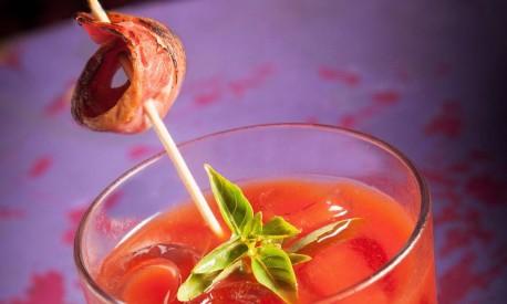 Porky's, possui o bacon como ingrediente para infusionar a vodca Ketel One, além de levar também suco de tomate, mix de especiarias e molho de pimentão vermelho defumado Foto: Rafael Mosca / Divulgação