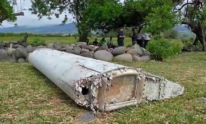 Parte da asa foi encontrada na Ilha Reunião, território francês no Oceano Índico Foto: AP