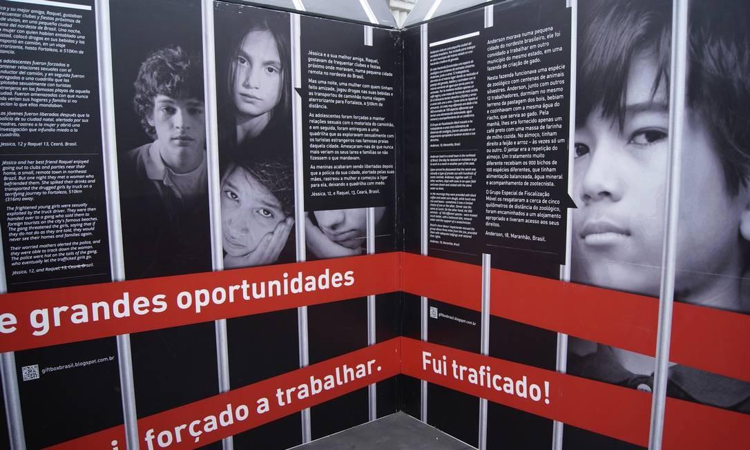 Banner de campanha contra o tráfico de pessoas em Nova Iguaçu, Baixada Fluminense Foto: Divulgação
