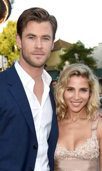 O ator com sua mulher, a modelo Elsa Pataky, em julho deste ano, na Califórnia KEVIN WINTER / AFP