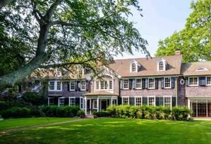 Quem quiser colocar esta casa da foto no patrimônio vai precisar ser, no mínimo, uma das pessoas mais ricas dos Estados Unidos. Isso porque, de acordo com o site de investimentos imobiliários Zillow Group, essa é a casa mais cara os EUA. O preço? Nada mais nada menos que US$ 140 milhões (o equivalente a R$ 470 milhões) Foto: Divulgação / Christie's International Real Estate