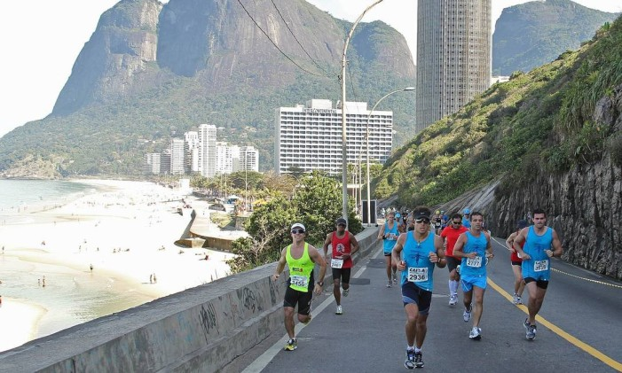 Corredores da Maratona do Rio de 2011: não é fácil Foto: Agência O Globo