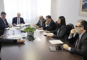 Governadores do PSDB Geraldo Alckmin (SP), Beto Richa (PR), Simão Jatene (PA) e Marconi Perillo (GO) se reúnem com assessores em Brasília Foto: Maria Lima / Agência O Globo