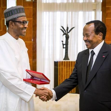 Presidentes da Nigéria, Muhammadu Buhari, e de Camarões, Paul Biya, se reuniram em Yaoundé nesta semana Foto: Bayo Omoboriowo / REUTERS