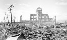 """Terra arrasada. Parte da cidade de Hiroshima após o ataque nuclear ocorrido em 6 de agosto de 1945. O edifício de pé, 160 metros a noroeste do epicentro da explosão, ficou depois conhecido como a """"cúpula da bomba atômica"""" Foto: EFE/ PEACE MEMORIAL MUSEUM"""
