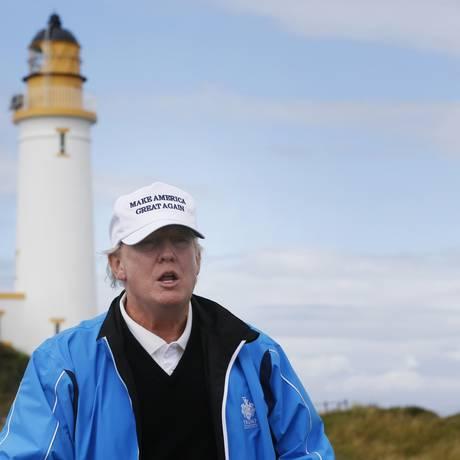 Donald Trump em seu campo de golfe em Turnberry, na Escócia Foto: Russell Cheyne / REUTERS